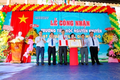 "<a href=""/hoat-dong-chuyen-mon/truong-chuan-quoc-gia"" title=""Trường chuẩn Quốc gia"" rel=""dofollow"">Trường chuẩn Quốc gia</a>"